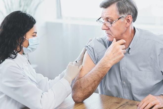 Một mũi tiêm RNA có giá hơn 60 triệu, giúp hạ mỡ máu, phòng ngừa đột quỵ vừa được cơ quan y tế Anh chấp thuận - Ảnh 4.