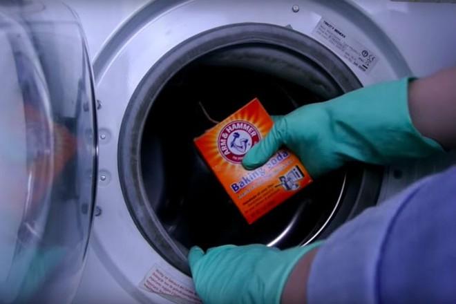 Bí kíp vệ sinh máy giặt sạch tinh như mới bằng 3 phụ gia thực phẩm phổ biến mà nhà nào cũng có - Ảnh 9.