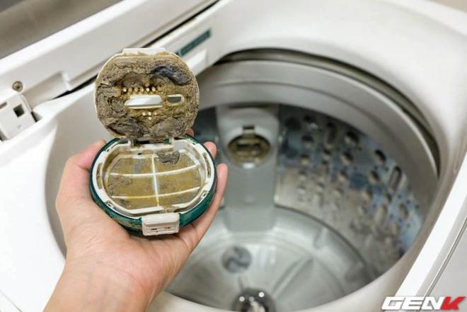 Dùng máy giặt bao nhiêu năm, bạn đã từng thử tháo cục này ra chưa? Nếu chưa thì đừng shock nhé - Ảnh 6.