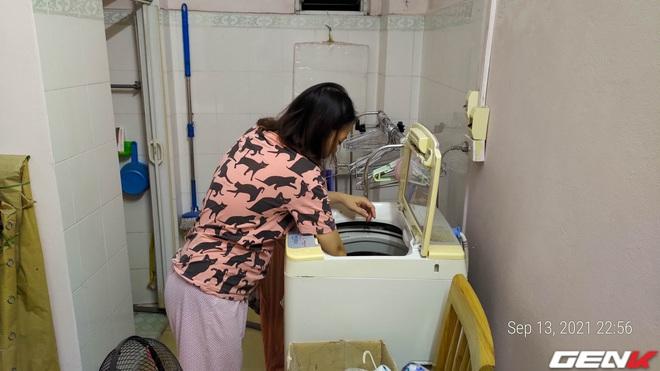 Giặt máy cửa trên làm quần áo nhanh tã nhưng chỉ một phụ kiện giá từ 10 nghìn đồng sẽ giúp khắc phục dễ dàng! - Ảnh 1.