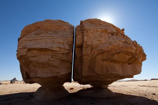 Al Naslaa - Khối đá bí ẩn hơn 4.000 năm tuổi tại Ả Rập Xê Út - Ảnh 3.