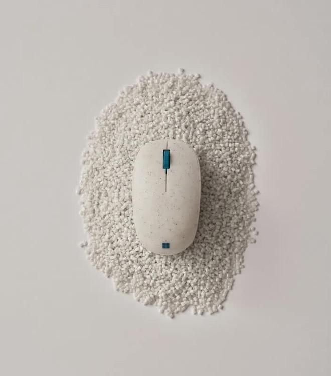 Microsoft ra mắt chuột Ocean Plastic với vỏ làm từ rác thải nhựa đại dương, giá 25 USD - Ảnh 1.