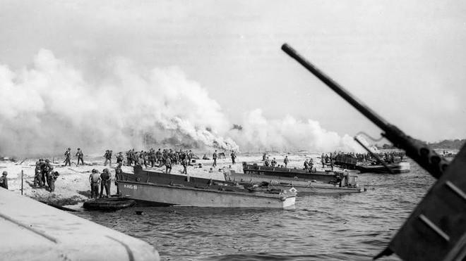 Vào năm 1923, quân đội Mỹ đã tạo ra một bức tường lớn trên bầu trời ngăn cách đại dương, có thể làm mù mắt tàu chiến! - Ảnh 2.