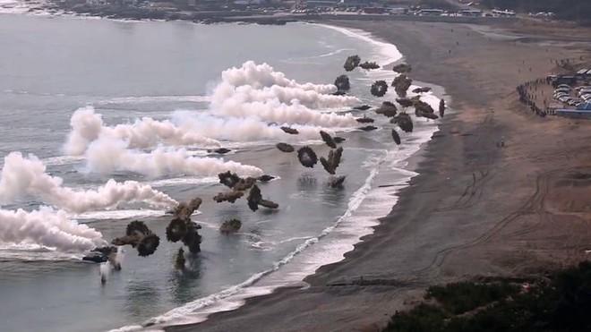 Vào năm 1923, quân đội Mỹ đã tạo ra một bức tường lớn trên bầu trời ngăn cách đại dương, có thể làm mù mắt tàu chiến! - Ảnh 7.