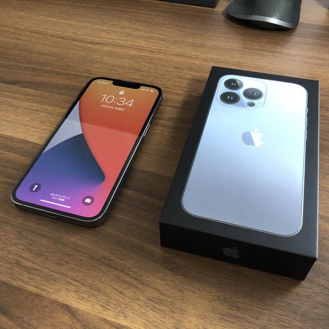 iPhone 13 bắt đầu đến tay người dùng trên thế giới - Ảnh 10.