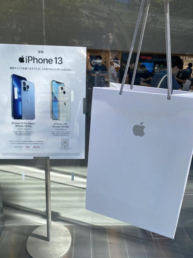 iPhone 13 bắt đầu đến tay người dùng trên thế giới - Ảnh 5.