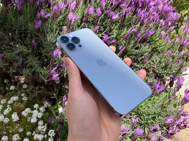 Bóc tem iPhone 13 Pro Max phiên bản màu Sierra Blue trong ngày mở bán - Ảnh 3.