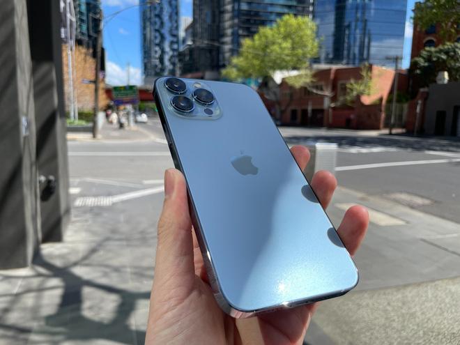 Bóc tem iPhone 13 Pro Max phiên bản màu Sierra Blue trong ngày mở bán - Ảnh 9.