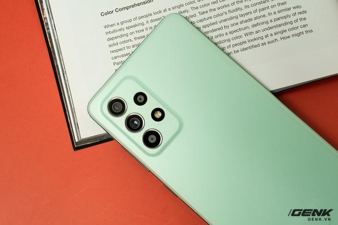 Trên tay Samsung Galaxy A52s 5G: Phiên bản nâng cấp nhẹ với vi xử lý mới - Ảnh 4.