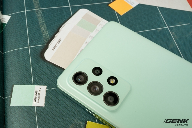 Trên tay Samsung Galaxy A52s 5G: Phiên bản nâng cấp nhẹ với vi xử lý mới - Ảnh 3.
