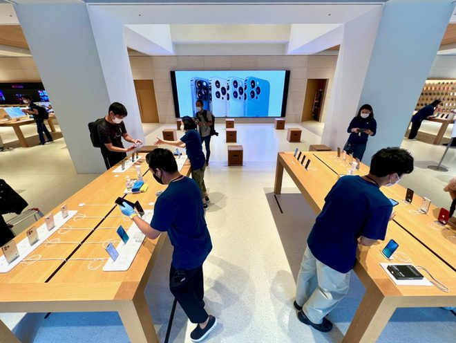 iPhone 13 bắt đầu đến tay người dùng trên thế giới - Ảnh 2.
