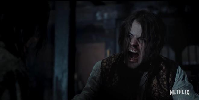 Netflix tung trailer mới cho The Witcher mùa 2: Geralt đại chiến với ma cà rồng, Yennefer trở thành tù binh của Nilfgaard - Ảnh 4.