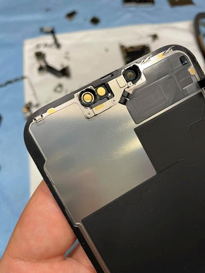 Hình ảnh mổ bụng chiếc iPhone 13 Pro Max đầu tiên tại Việt Nam, bên trong chiếc smartphone xịn xò này có gì? - Ảnh 6.
