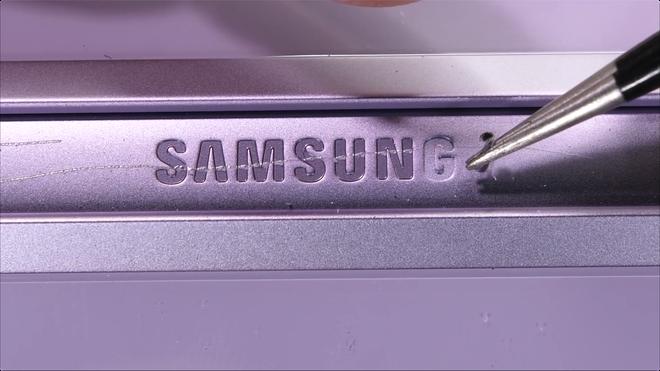Galaxy Z Flip3 có độ bền ấn tượng, bẻ ngược bằng tay không hề hấn gì - Ảnh 10.