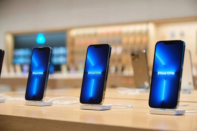 iPhone 13 delay cả tháng khắp Á, Âu hoá ra vì thiếu một linh kiện quan trọng sản xuất tại Việt Nam - Ảnh 1.