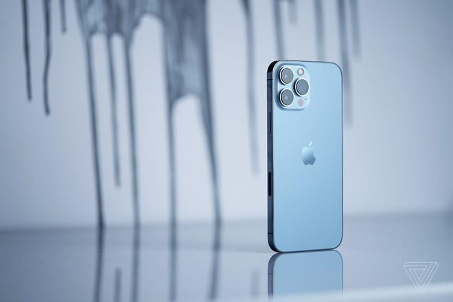 iPhone 13 Pro Max hỗ trợ công suất sạc lớn hơn tất cả các mẫu iPhone khác - Ảnh 1.
