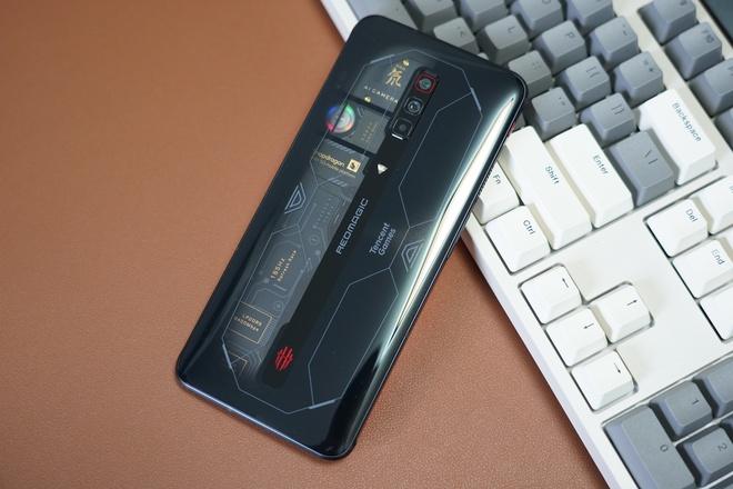 Red Magic 6S Pro ra mắt: Màn hình 165Hz, Snapdragon 888+, tản nhiệt kép, giá từ 14.1 triệu đồng - Ảnh 2.