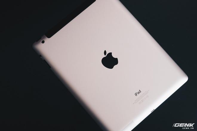 Trên tay chiếc iPad 9 năm tuổi, ra mắt cùng thời iPhone 5, giật lag, nhưng vẫn được người Việt ưa chuộng - Ảnh 1.