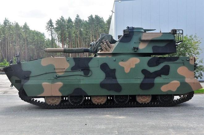 Ba Lan giới thiệu súng cối tự hành với nòng ngắn đến lạ - Ảnh 1.