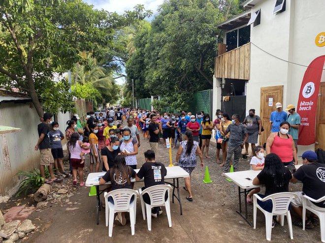 Trải nghiệm ngày đầu tiên Bitcoin được hợp pháp hóa ở El Salvador: Vạn sự khởi đầu nan! - Ảnh 7.