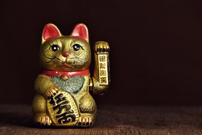 Maneki-Neko là gì? Hãy khám phá nguồn gốc hấp dẫn của chú mèo may mắn đến từ Nhật Bản - Ảnh 3.