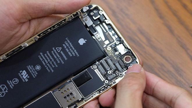 Apple xác nhận khi pin iPhone bị chai sẽ khiến hiệu năng máy bị giảm và dẫn đến hiện tượng sập nguồn.