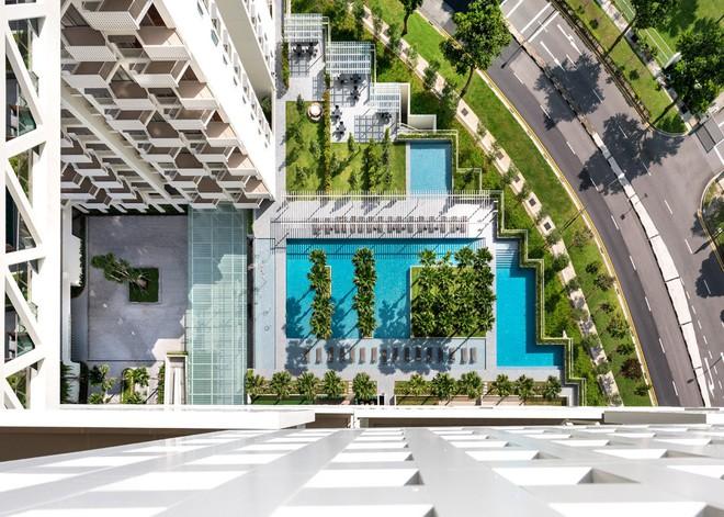 Bể bơi cung cấp những tiện ích thư giãn thú vị cho cư dân nơi đây, họ có thể thỏa sức bơi đùa, tiệc Pool Party hay thư giãn ở đây.