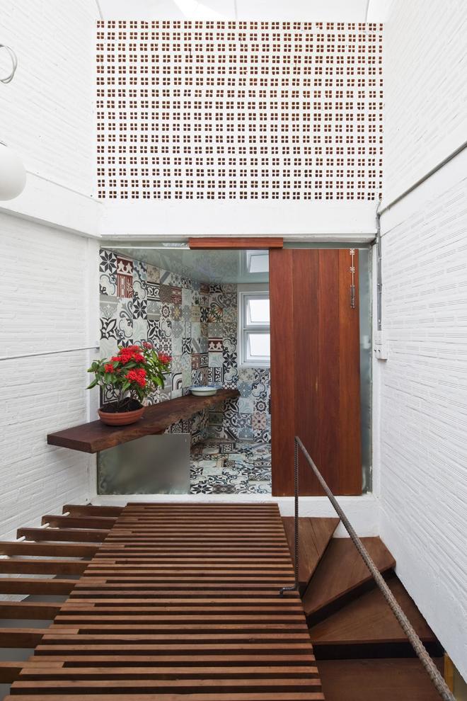 Một góc WC của ngôi nhà trên tầng ba.