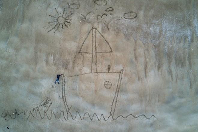 Bức tranh trên cát thể hiện sức sáng tạo vô cùng ấn tượng. Tác giả rga