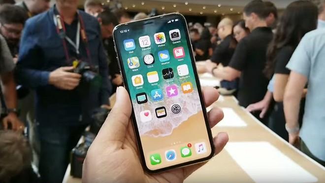 Apple công bố bằng sáng chế mới, chính thức chạy theo xu hướng thiết kế smartphone màn hình gập - Ảnh 1.