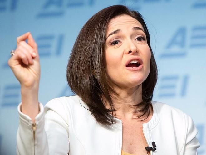 Những nhà quản lý như Mark Zuckerberg, Jeff Bezos và Elon Musk có bàn làm việc như thế nào? - Ảnh 2.