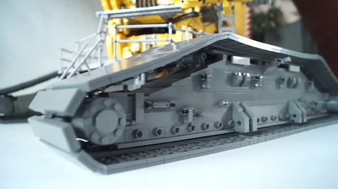 Kết cấu bánh xe với các miếng Lego hết sức chân thực