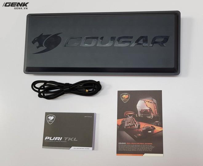 Hộp sản phẩm bao gồm bàn phím, dây USB và sách hướng dẫn sử dụng