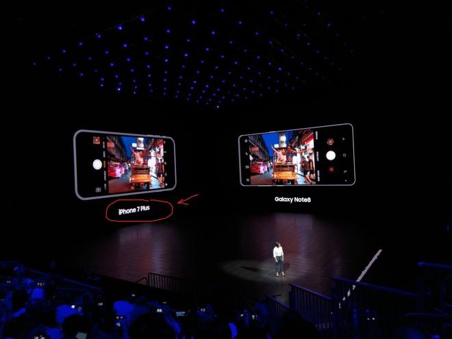 Samsung chẳng ngần ngại mang iPhone 7 Plus ra làm nền cho camera kép của Note8