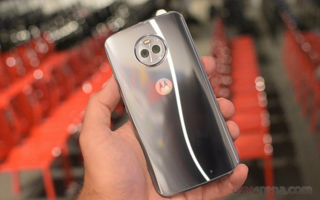 Moto X4 ra mắt cùng camera sau kép.