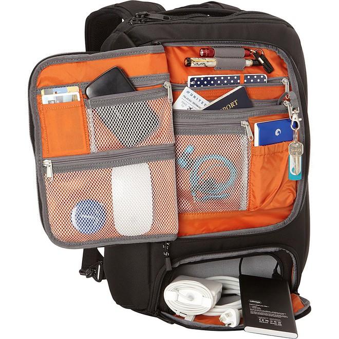 Sản phẩm này còn chứa được các vật dụng cần thiết khác và có thể xếp gọn gàng lên vali lúc kéo đi. Quan trọng hơn, chiếc vali eBags tiện dụng, chuyên nghiệp này đang được giảm giá 65% còn 69,99 USD (khoảng 1,59 triệu đồng)