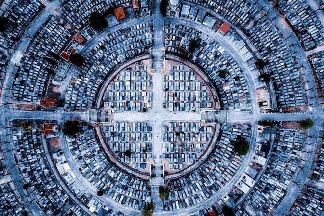 Vị trí thứ ba: Toàn cảnh không gian thành phố Madrid khi nhìn từ trên cao. Tác giả luckydron