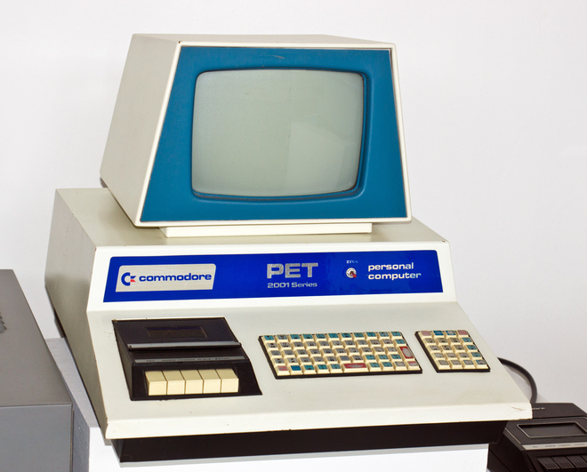 Commodore PET (một loại máy tính sản xuất từ những năm 1977 bởi công ty Commodore International)