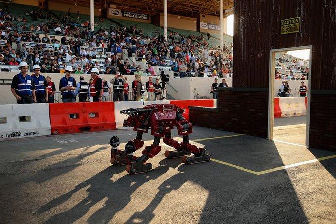 Một cuộc đua robot do DARPA tài trợ.