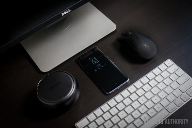 DeX cần được kết nối với ổ điện và các thiết bị ngoại vi khác để hoạt động.