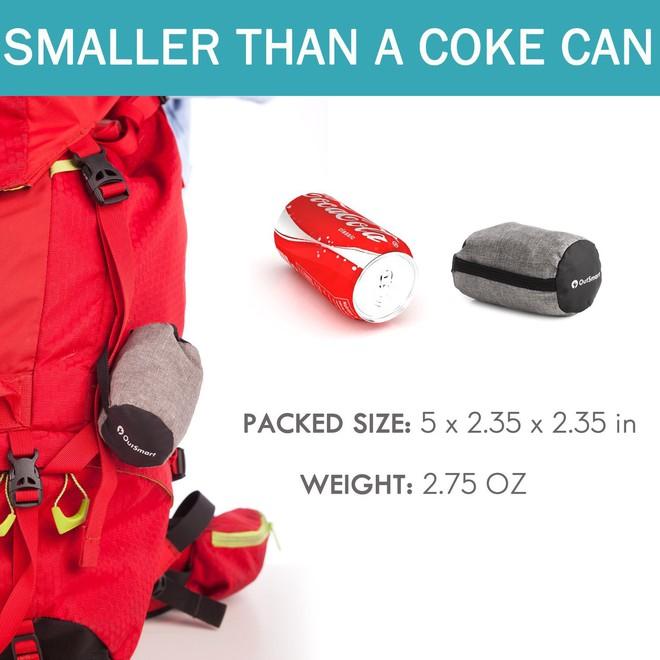 Sản phẩm này của Out Smart được giảm giá 78%, chỉ còn 11,94 USD (271.000 đồng) - quá rẻ cho một chiếc gối tiện lợi thoải mái và chất chơi như thế này.