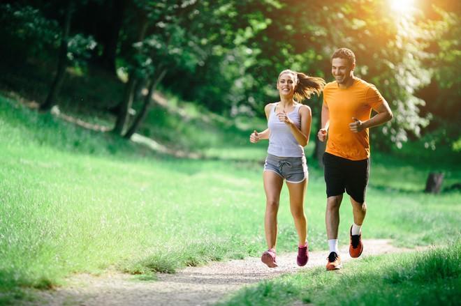 Đi bộ nhanh, chứ không phải chậm, cũng kéo dài tuổi thọ
