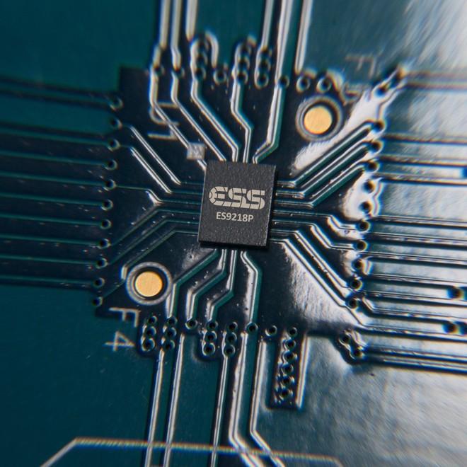 Chip 32 bit Advance hi-Fi Quad DAC sẽ giúp âm thanh của V30 đạt chất lượng cao.