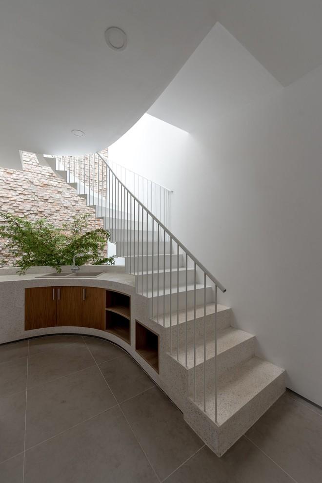 Các diện cong được kiến trúc sư tích cực sử dụng trong không gian này.
