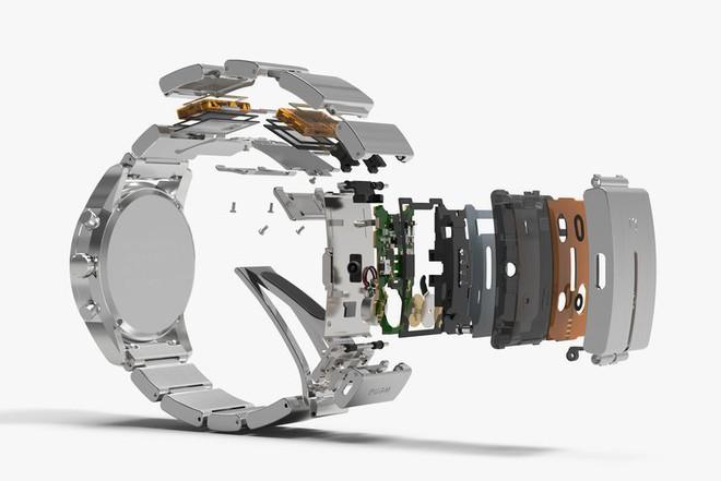 Chiếc vòng đeo tay bằng kim loại có gắn chip của phòng Wena.