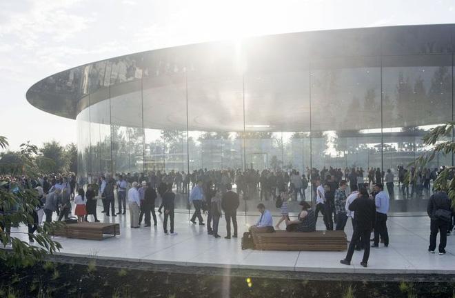 Tòa nhà Campus 2, trụ sở mới hoàn thành của Apple.