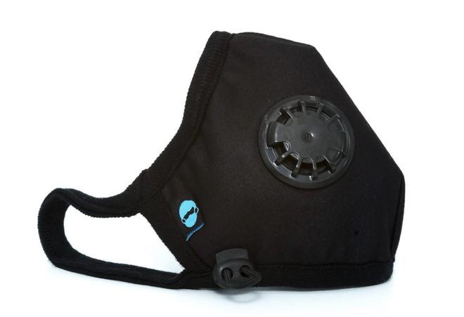 Chiếc khẩu trang gọn gàng, nhỏ nhắn của Cambridge Mask thực ra lai lọc được hơn 99% các loại bụi, vi khuẩn, cả khí gas độc hại.