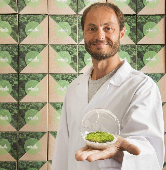 Antony Evans với loại rêu biến đổi gien.