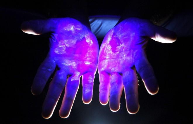 Liệu chúng ta có thể giữ cho đôi tay của mình sạch bóng khỏi vi trùng?