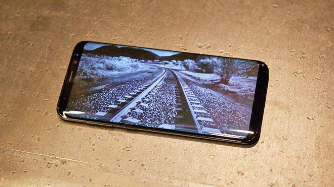 Chiếc Samsung Galaxy S8 sử dụng màn hình OLED